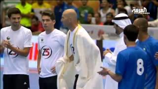 زين الدين زيدان يرتدي البشت ويعود للميدان في الكويت