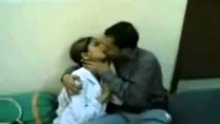 Repeat youtube video Pakistani kiss lahore univetrsity.flv