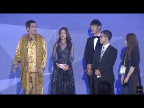 Chi Pu sánh vai cùng Choi Jin Huk trao giải cho chủ nhân hit 'Apple Pen'