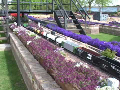 USA Trains Big Boy pulling lots of Hopper cars.wmv
