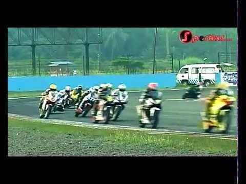 parade jatuh balap motor