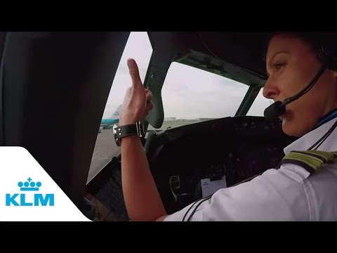 KLM Cockpit Tales: Part 6 - How Do Airplanes Actually Fly?
