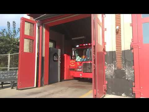 Detroit Fire Department Squad 5 Responding To A Fire Alarm
