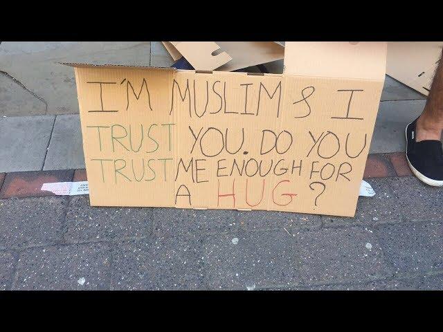 El emocionante resultado del experimento social de un musulmán en Manchester tras los atentados