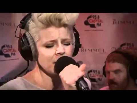 Robyn - Dancing On My Own (live At The Rimmel Room)