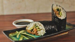 كيفية جعل السوشي بوريتو | جائع AF