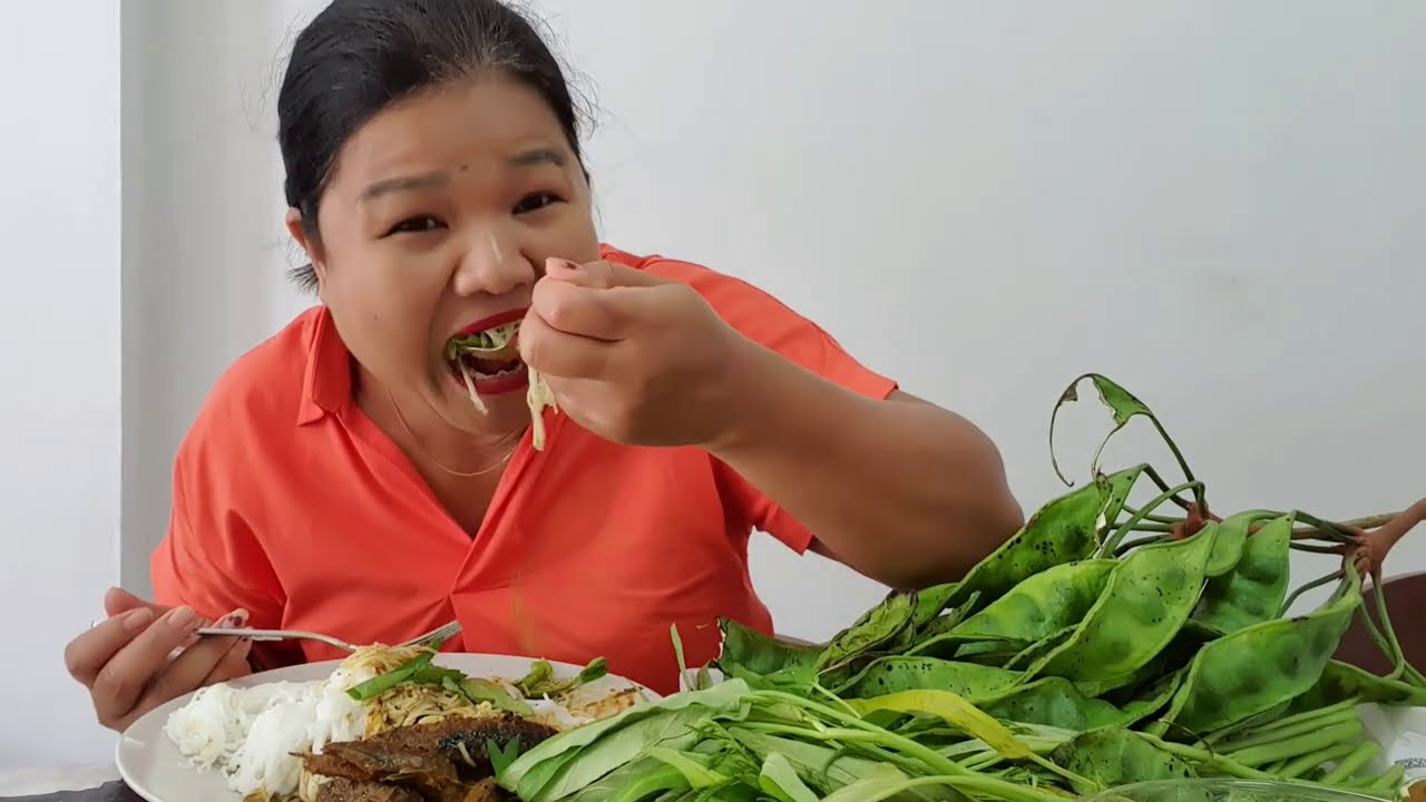 จัดหนักกินขนมจีนแกงไตปลาเผ็ดแซ่บเวอร์