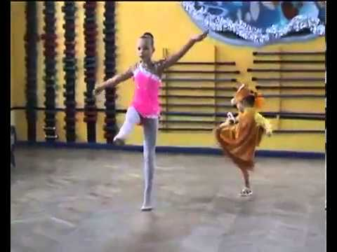 голое шоу танцующих девочек видео