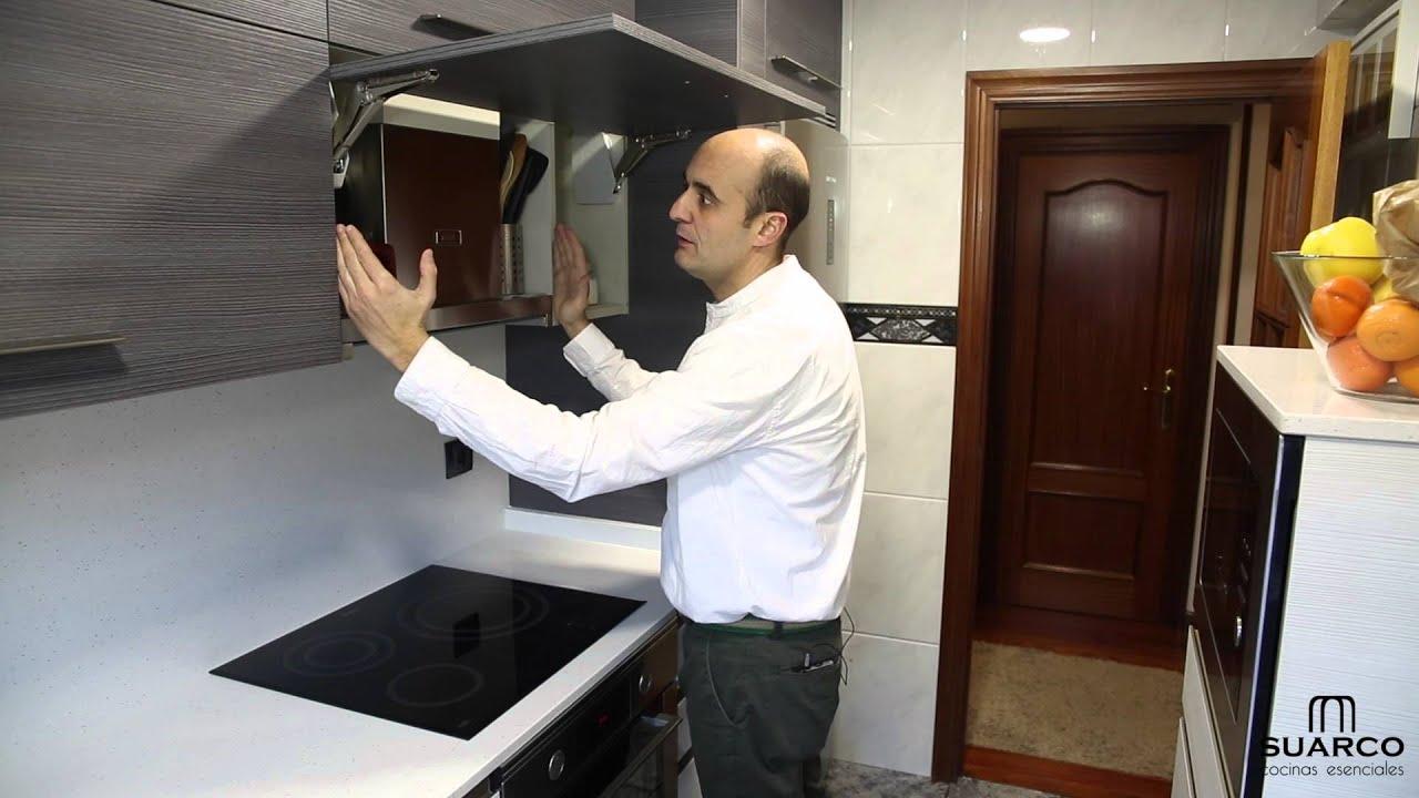 Una cocina peque a moderna aprovechada al m ximo con for Una cocina moderna