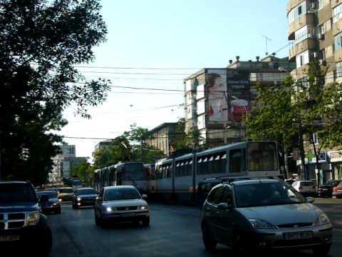 Singurele doua tramvaie din parcul liniei 24 intr-o zi de duminica, #273 si #098
