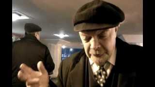бухой дедушка Ленин, на станции Охотный ряд. Москва