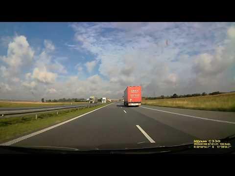 Ciężarówka na A4 wjeżdża do rowu