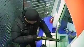 Ограбление банка в Иркутске, видео с камер (bank robbery)(Это не кадры из американского боевика. Это Иркутск. Двое вооруженных грабителей в чулках на голове ворвалис..., 2015-02-14T02:52:53.000Z)