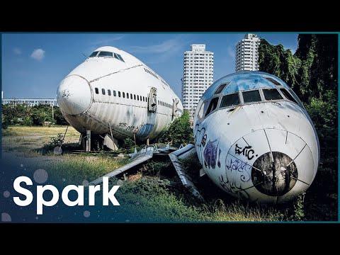 Jumbo Jet Strip Down | Engineering Giants | Spark