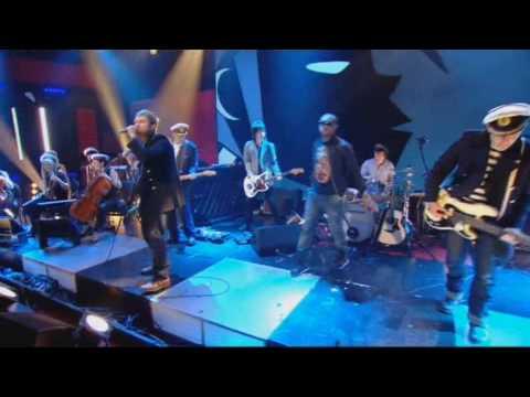 Gorillaz Featuring Mick Jones And Paul Simonon - Clint Eastwood.wmv
