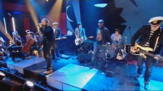 Gorillaz featuring Mick Jones and Paul Simonon - Clint Eastwood.wmv