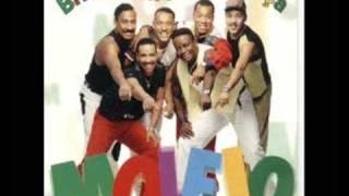 Repeat youtube video Molejo - Dança da Vassoura