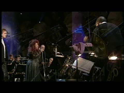 Quincy Jones, Chaka Khan & Simply Red live - Everything Must Change music
