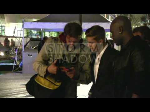 EXCLUSIVE: Justin Bieber talks art with a paparazzi in Cannes