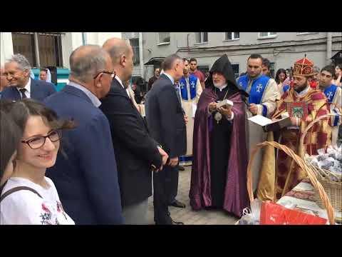 Празднование Успения Богородицы в Армянской Апостольской церкви Санкт-Петербурга