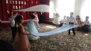 Танец с полотнами: Детство