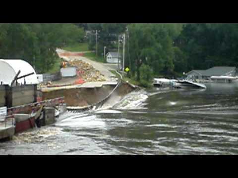 2010 Lake Delhi Flood (video 1)