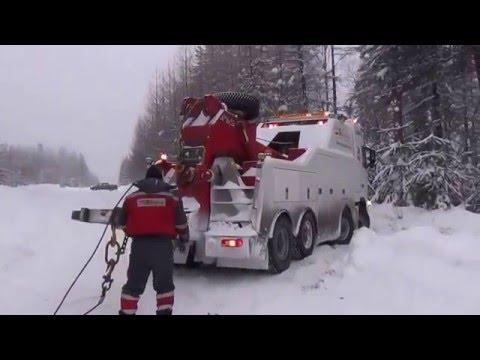 Грузовой эвакуатор в Ивделе  Эвакуация груженой бочки с газом из кювета