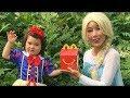 얼어 붙은 Elsa & Snow White는 수면 위로 잠을 자고 있습니다! w 스파이더 맨, 엘사 아기 등