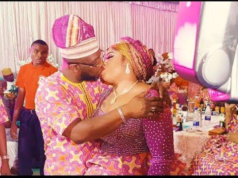 Kofowarola Sprays Money On Alao Malaika,As Her Husband &Friend Dance with Her &Shower Her With Money