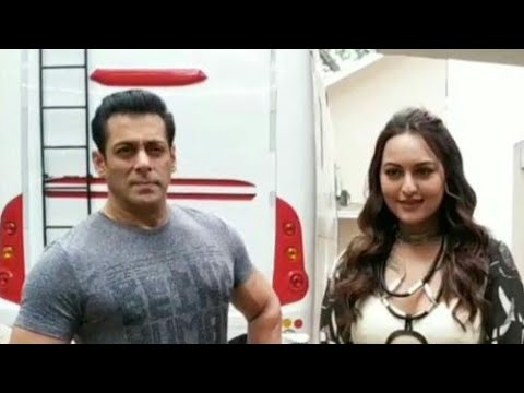 sonakshi-sinha-snapped-with-salman-khan