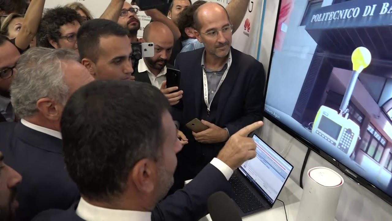 Bari, Di Maio visita la Fiera del Levante. E accende la prima antenna del 5G