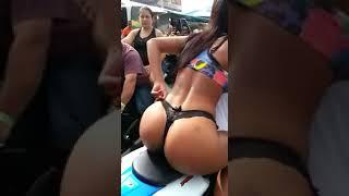 MULHER DE CALCINHA sex NA MOTO