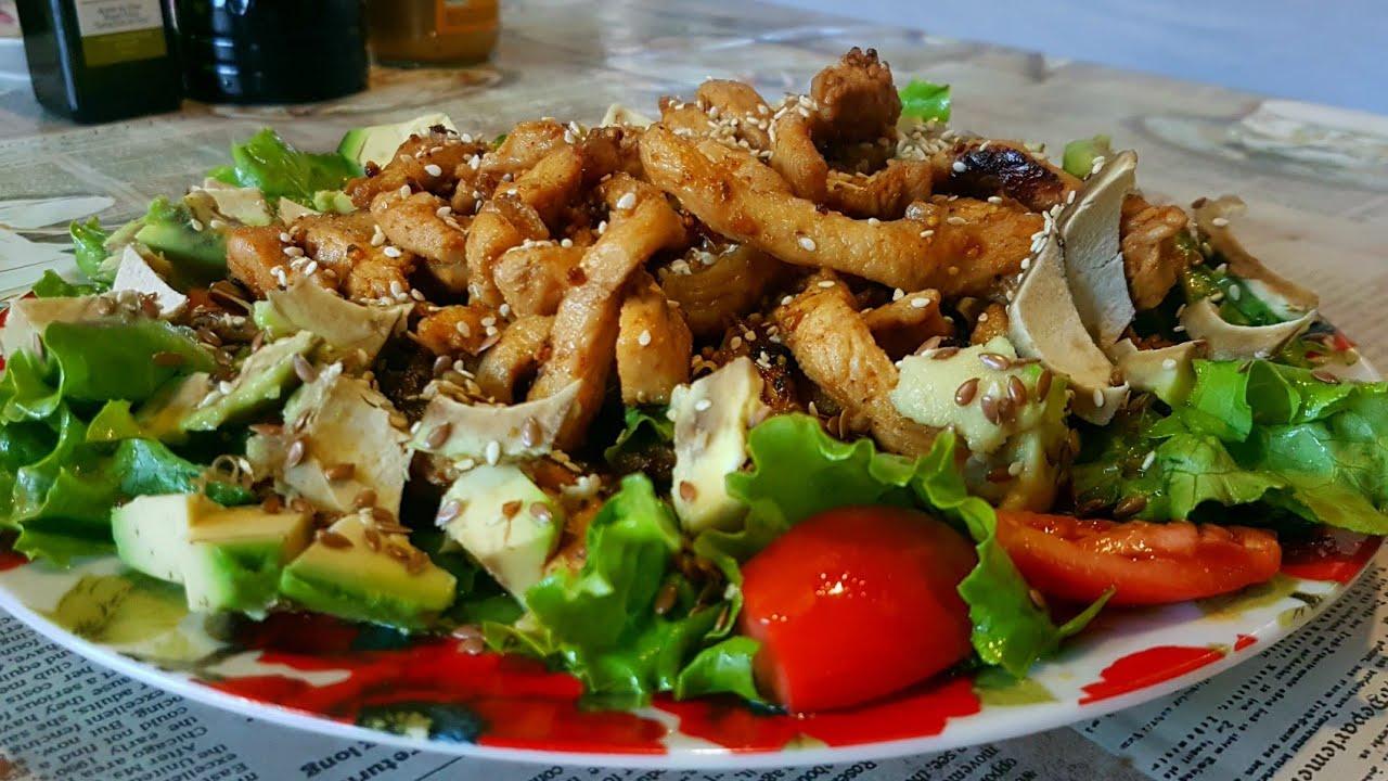 Теплый салат с курицей и грибами