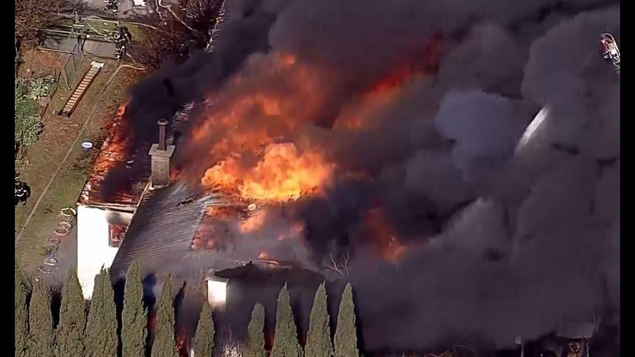 OAKLAND BUILDING FIRE: Oakland firefighters battle major fire in an abandoned library