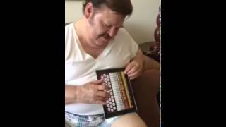 Ramon Ayala con ipad acordeon