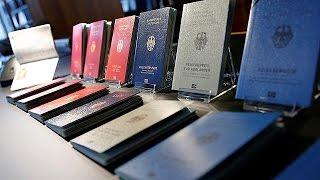 Almanya yeni pasaportlarını tanıttı