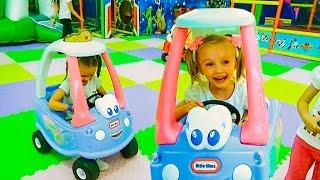 Детская игровая комната Полина играет с подружкой Видео для детей