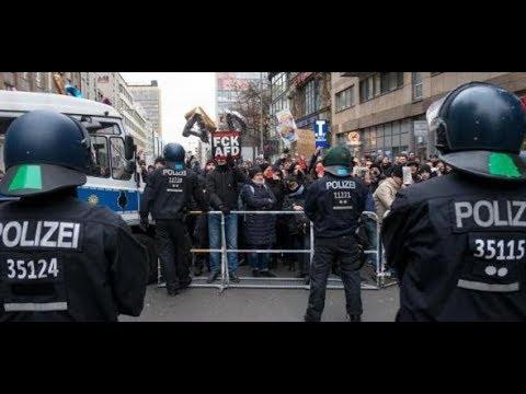 """Berlin: Gegendemonstranten versperren rechtem """"Frauenmarsch"""" den Weg"""