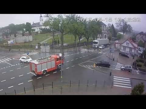 Unfall auf Einsatzfahrt an Kreuzung
