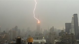 برق يضرب ناطحة سحاب في نيويورك