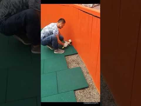 Видео монтажа резиновой плитки толщиной 30 мм на спортивной площадке