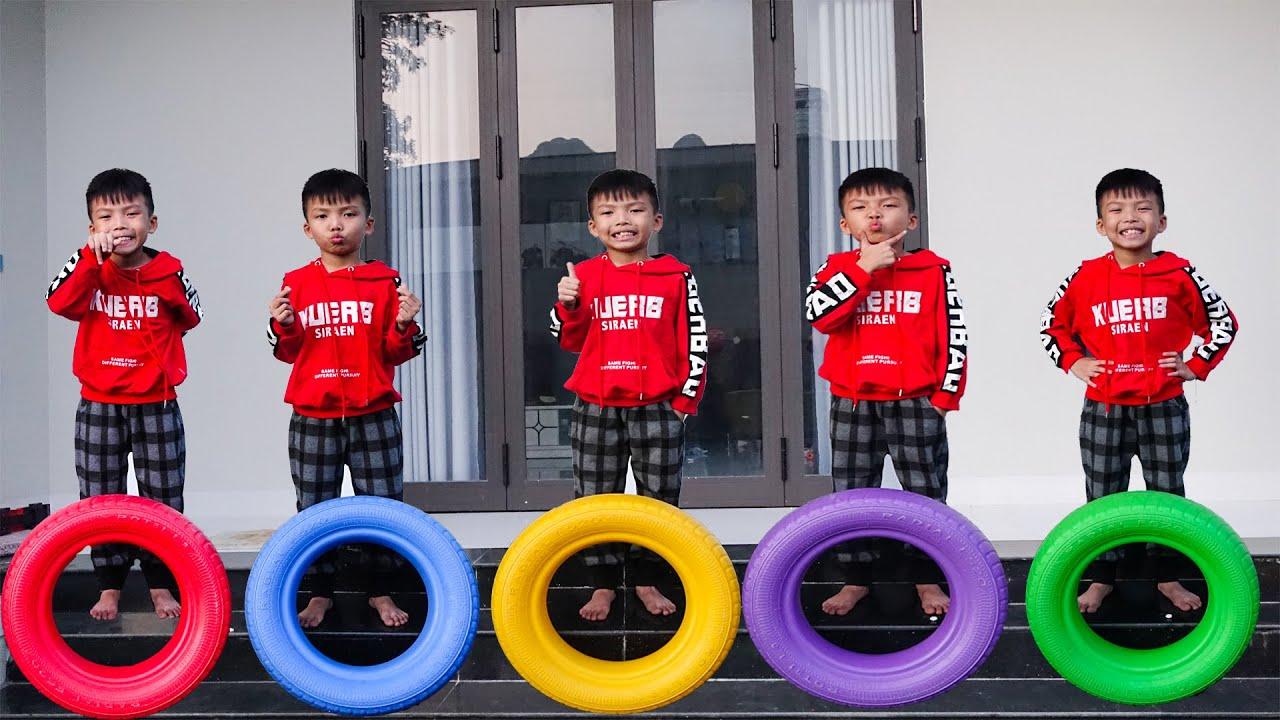 عائلة خمسة أطفال تغني أغنية خمسة قرود صغيرة بعجلات | أغاني الأطفال وأغاني الحضانة