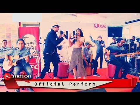 Anji Feat. Marsheilla - Cukup 3 Kata (Perform At KFC Tugu Tani)