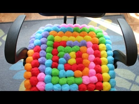 Make a Soft Pompom Cushion – DIY Home – Guidecentral