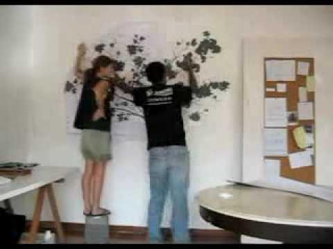 5 апр 2012. Виниловые наклейки для стен это настоящая альтернатива обоям. Они легко клеятся и служат до 7 лет!. Виниловые наклейки это самоклеющиеся пленки с глянцевой поверхностью. Бывают двух видов: