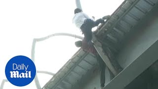 Heroic traffic cop saves suicidal man from jumping off a bridge