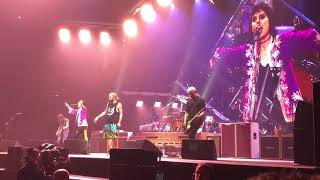 "Foo Fighters and the Struts play ""Under Pressure"". Dec 1, 2017 from Fresno, CA"