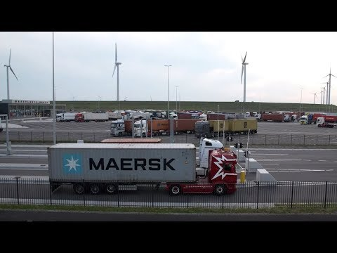 Truckparkings in de haven van Rotterdam