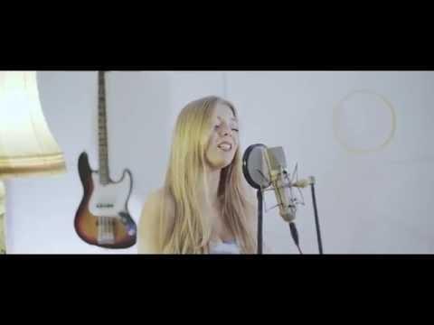 Becky Hill & Matoma - False Alarm (Becky Hill live session)