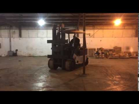 Moving Services Auction - Lot 87 - 25,000 LB. TOWMOTOR T200 LP GAS CUSHION TIRE LIFT TRUCK